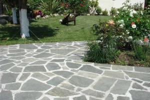 Kamenná dlažba / obklad 20-50 cm polygonal, šlapáky do betonu Šedé