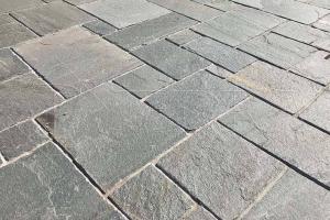 Kamenná dlažba Kavala Normal, různé vzory, tl. 2,5 - 4,5 cm