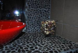 Mramorová mozaika černé oblázky velké